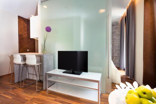 One-Bedroom Apartment with Washing Machine