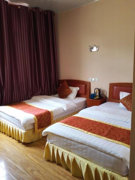 Hotel Pictures: Hailuogou Silent Time Inn, Luding