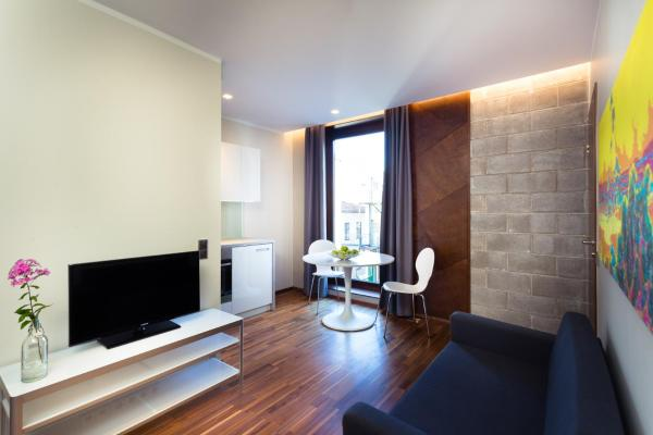One-Bedroom Apartment with Bath