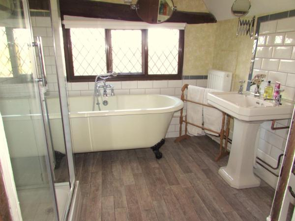 Deluxe King Room with Adjacent Private Bathroom