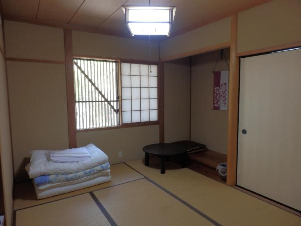 Japanese-Style Room with Shared Toilet