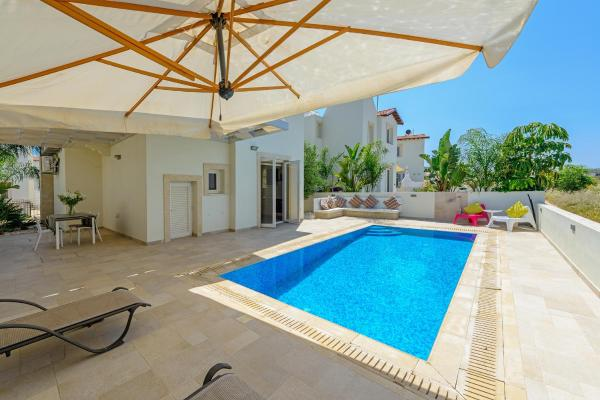 Hotel Pictures: Pernera Luxury Villa 53, Protaras