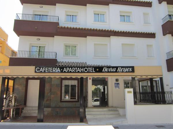Hotel Pictures: Apartahotel Doña Reyes, Chipiona