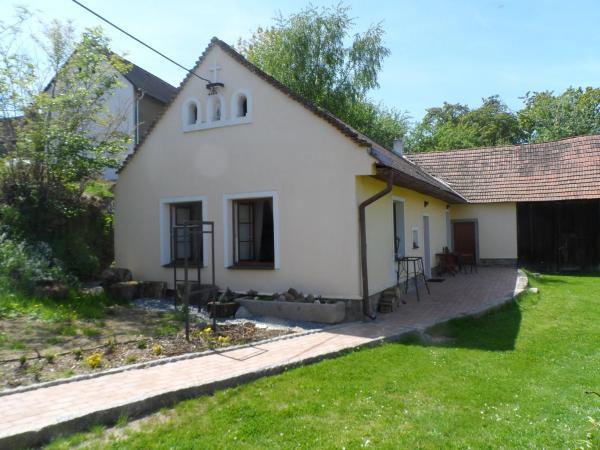 Hotel Pictures: Janovice Cottage, Janovice