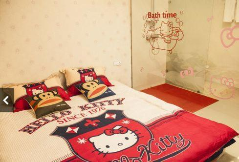 Queen Room with futon bed