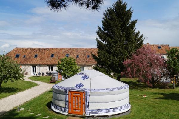 Hotel Pictures: Yourte Nomade-Lodge, La Chapelle-Gauthier