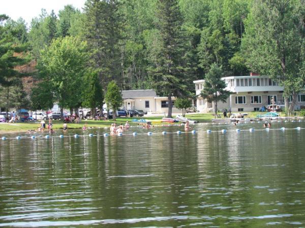 Hotel Pictures: Manoir du Lac Caché, Saint-Alexis-des-Monts