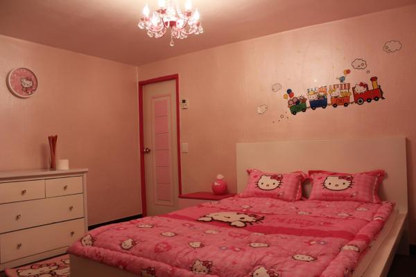 Double Room - Hello Kitty Theme