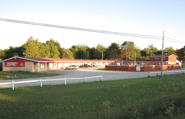 Hotel Pictures: Skyways Motel, Gravenhurst