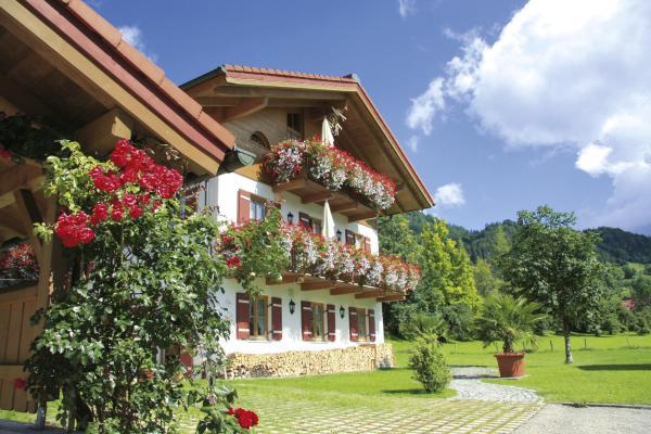 Hotel Pictures: Ferienwohnungen beim Hausbacher, Reit im Winkl