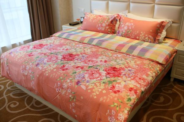 Pink Lady Room