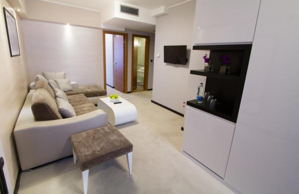 Special Offer - One-Bedroom Suite with Romantic Package