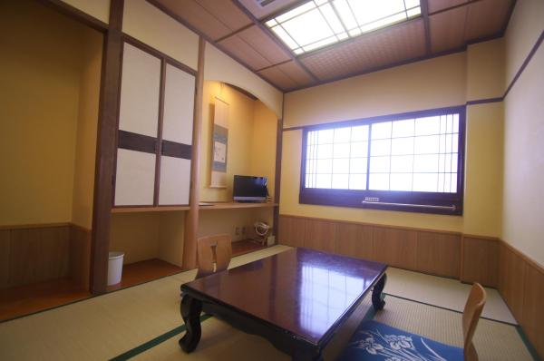 Japanese-Style Twin Room with Mountain View