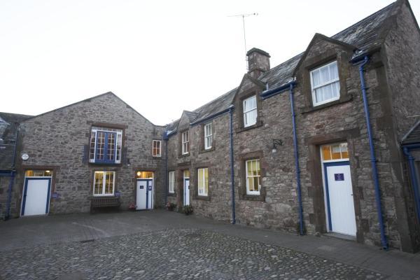 Hotel Pictures: Muncaster Castle's Coachman's Quarters, Ravenglass