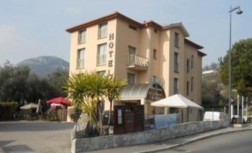 Hotel Pictures: Hotel La Fontaine Du Peyron, Saint-Jeannet