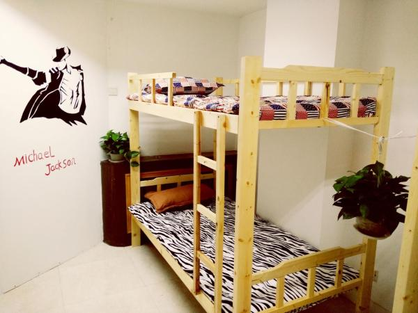 Bed in 10beds mixed dormitory room with shared bath room