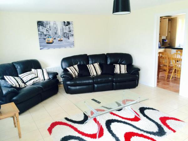 Hotel Pictures: Millie and Charley's Apartments, Londonderry