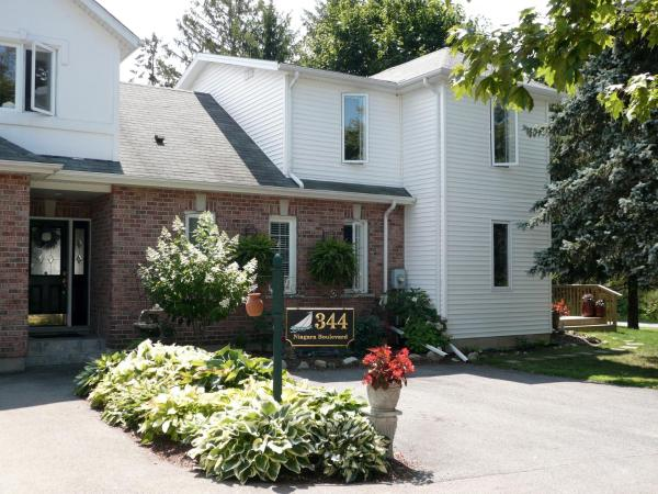 Hotel Pictures: Brock Hollow Bed and Breakfast, Niagara on the Lake
