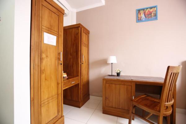 RedDoorz Double Room