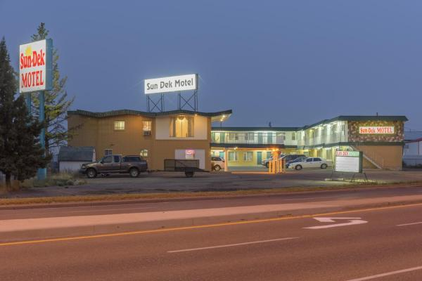 Hotel Pictures: Sun-Dek Motel, Medicine Hat
