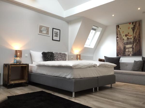 Hotel Pictures: Stilvoll - Café · Bistro · Hotel, Andernach