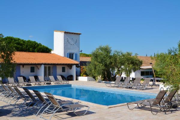Hotel Pictures: Mas De Calabrun, Saintes-Maries-de-la-Mer