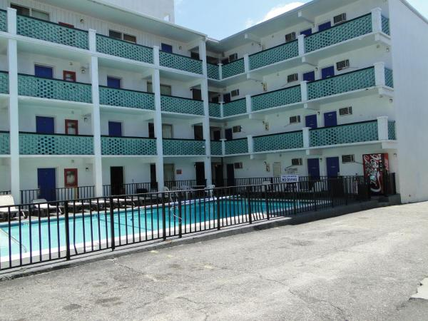 Double Room with Pool Side View - Smoking