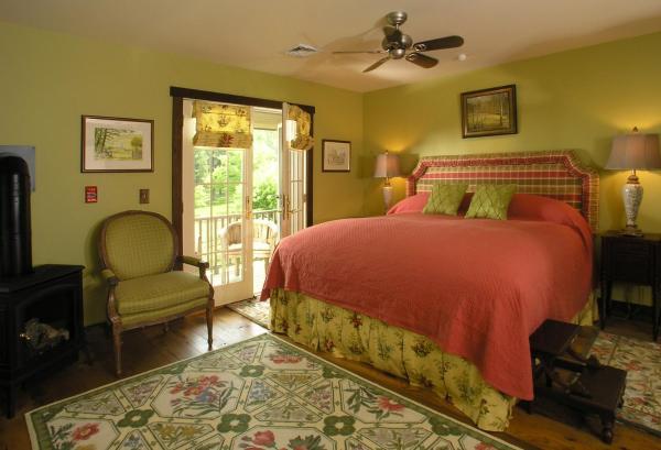 Pond Vista Room