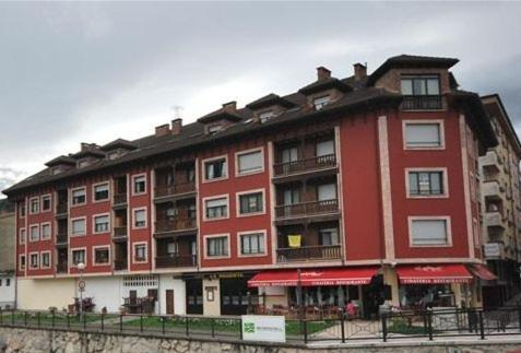 Hotel Pictures: Pension Paseo Real, Cangas de Onís