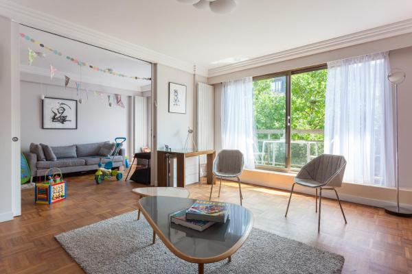 Two-Bedroom Apartment - Avenue Bosquet II