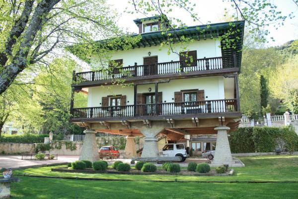 Hotel Pictures: , Miraflores de la Sierra