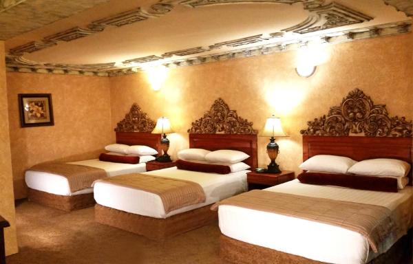 Queen Room with Three Queen Beds - Smoking