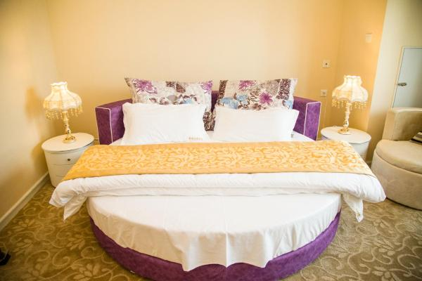 Romantic Double Room with Round Bed