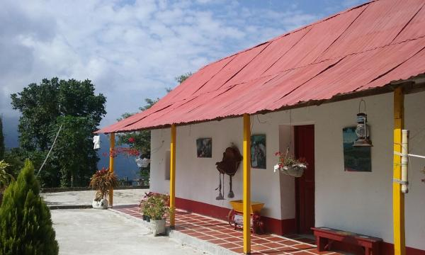 Hotel Pictures: El Paraiso de Tuki B&B Cafe y Cacao Farm, Minca