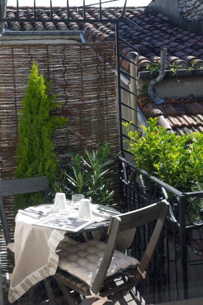 Hotel Pictures: Une Âme à Nîmes : coté cour, Nîmes