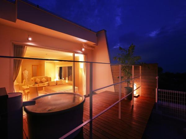 Premium Twin Room with Open-Air Bath
