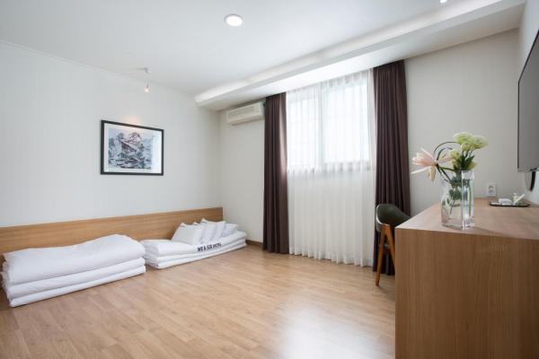 Korean-Style Deluxe Double Room With Mountain View