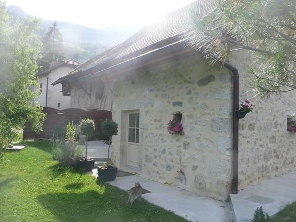 Hotel Pictures: La Maison des Vignes, Jongieux
