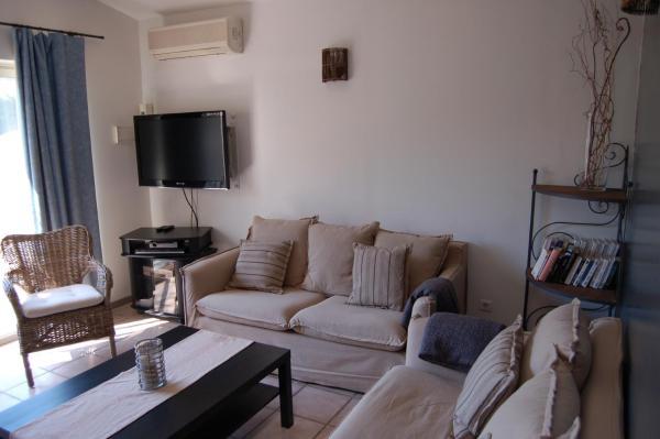 Hotel Pictures: Maison d'Hôtes de l'Olivier, Aramon