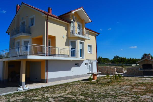Hotellikuvia: Blue Lake Luxury Accommodations, Grabovica