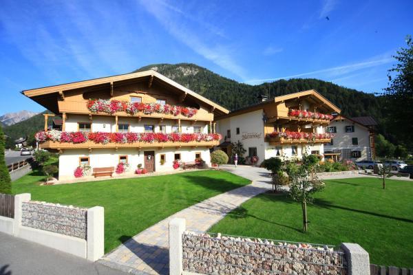 Hotel Pictures: Pension&Appartements Marxenhof, Pertisau