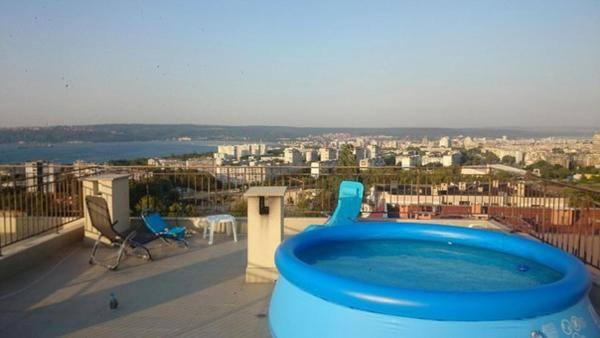 Hotel Pictures: Briz Apartment, Varna City