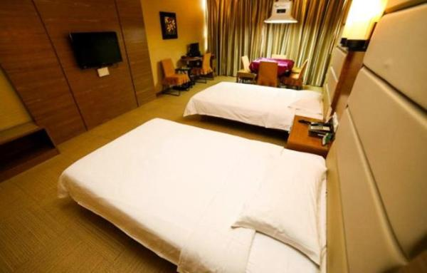 Twin Room with Mahjong Table