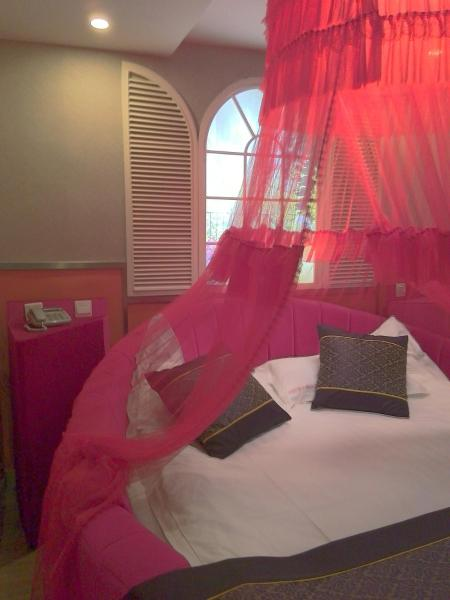 Mainland Chinese Citizens – Queen Room with Round Bed