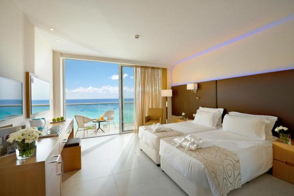 Superior Double or Twin Room with Sea View (2 Adults +1 Child)