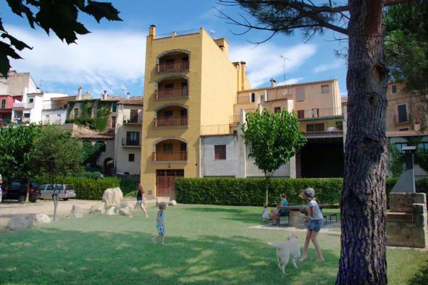 Hotel Pictures: Apartamentos Cal Ratero, Maçanet de Cabrenys
