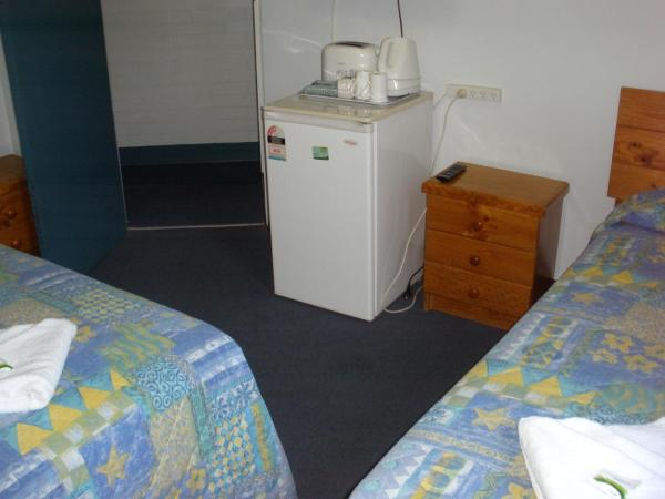 Double Room with Private Bathroom and Extra Bed