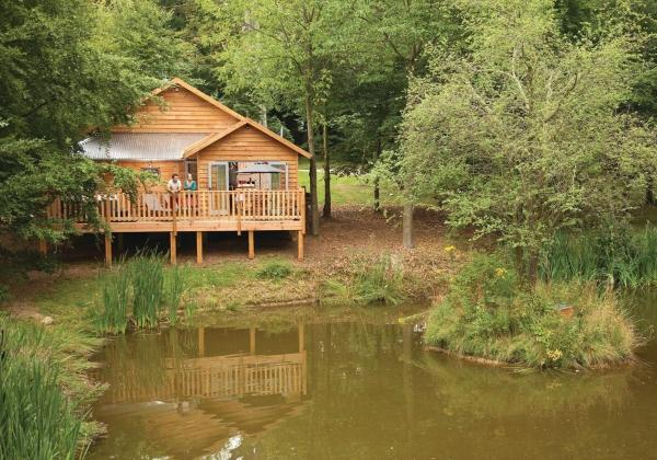 Hotel Pictures: Henlle Hall Woodland Lodges, Chirk
