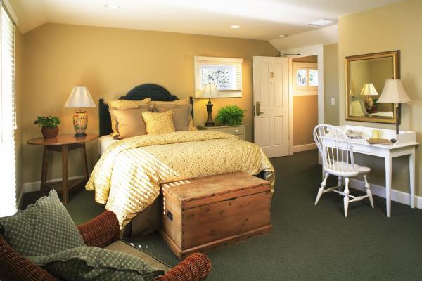 Standard Queen Guestroom