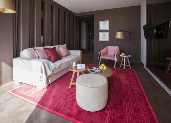 Deluxe Queen Suite with Balcony